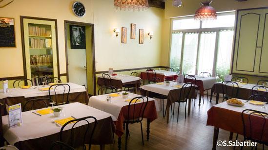 Salle de restaurant de l'hôtel LA FONTAINE
