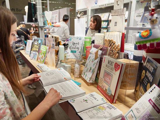 Die neusten Kreativbücher mit kreativen Anleitungen und zu Themen wie Handlettering, Nähen, Gestalten, Zeichnen, Malen, kreative Geschenke