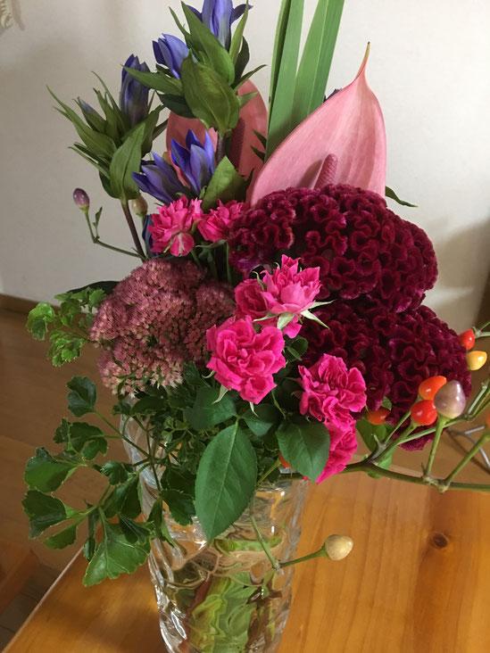 受講生様で講師仲間の先生からのプレゼント! お花は見ていて癒されます☆