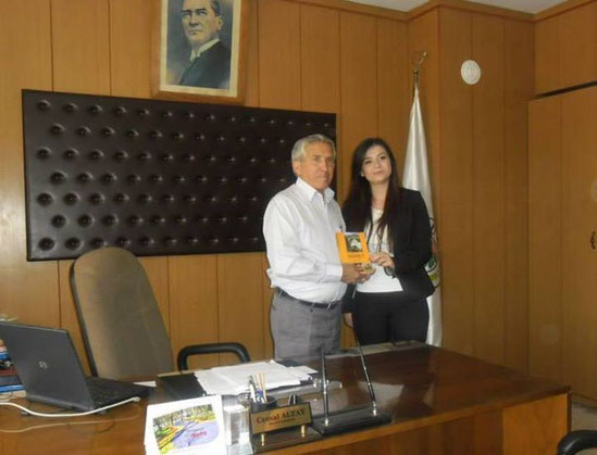 Güney Beldesi Belediye Başkanı Sayın Cemal Altay' a kitap takdimi