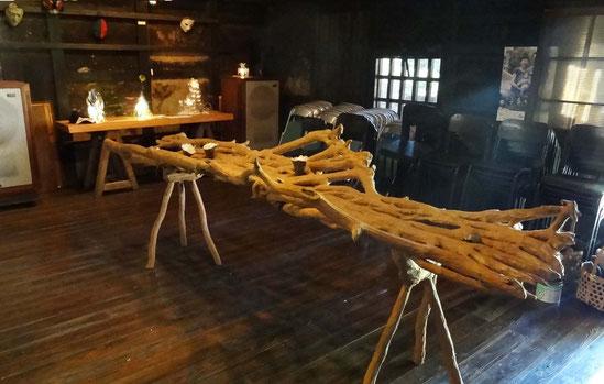「森の食卓」  (蔦) 長さ3m 1993年作     於古民家ギャラリーかぐや