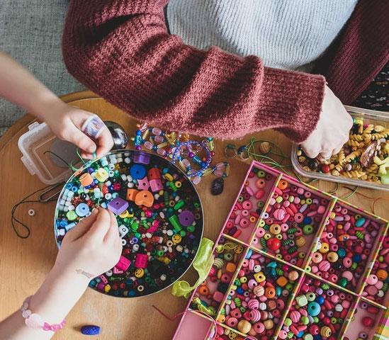 Basteln Kreativ Perlen Wundertüte Hände