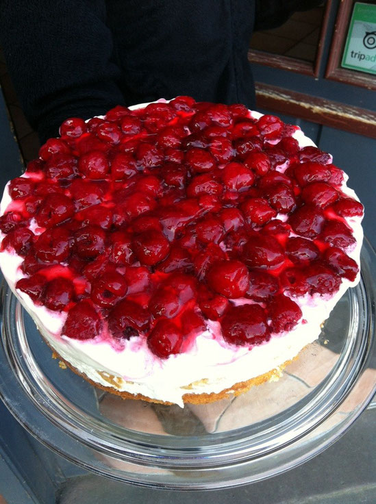 Frisch gebackener Kuchen aus der Bäckerei Brotzeit