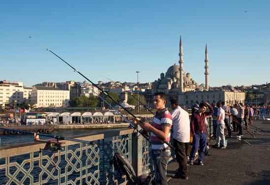 Im Hintergrund die Neue Moschee