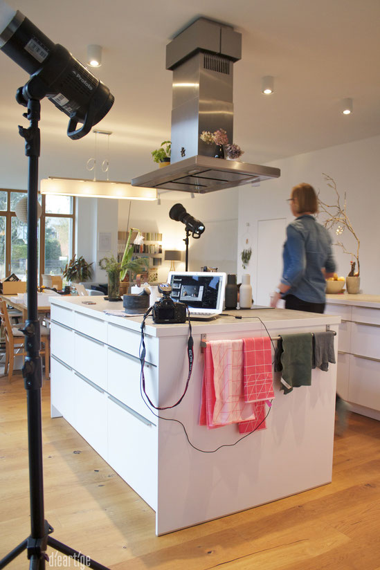 dieartigeBLOG - Fotoshooting von der Couch für Grohe Blue // Küche