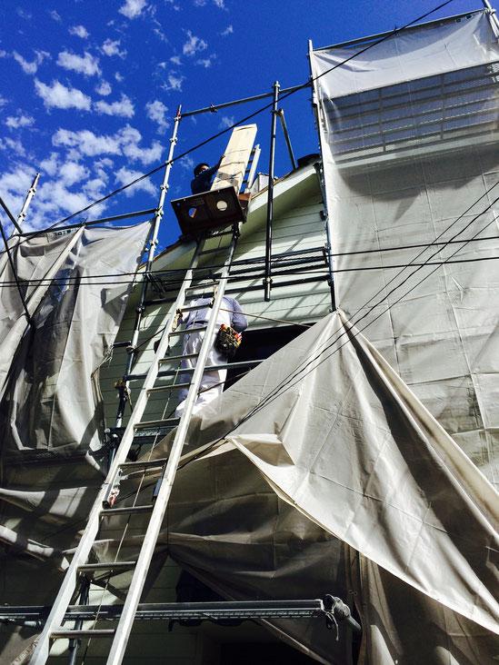 屋根葺き替え工事中 瓦屋根からヨコダン極みプレミアム(ガルバリウム鋼板屋根)へ