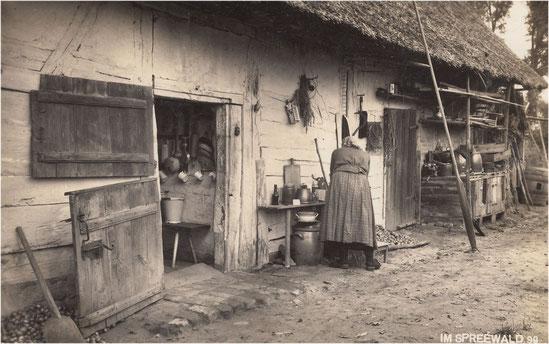 Eine interessante Ansicht, wie Haus und Bewohner über Jahrhunderte eine Einheit bildeten, Photo 1930er Jahre.