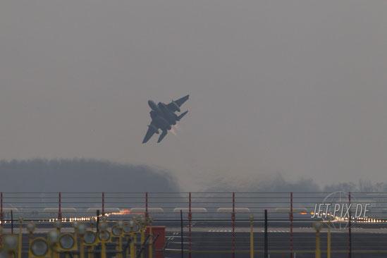 Auch Leeuwarden bietet viele Fotopositionen / F15 zieht an