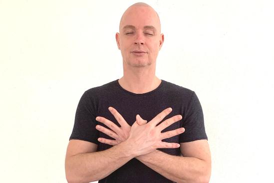 Garuda Mudra Immunsystem Enthusiasmus Rene Hug Yin Yoga