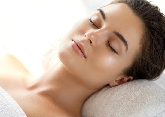 Das kurzfristige Ziel einer Gesichtsbehandlung, ist ein klares Hautbild, es ist erfrischt und sieht lebendig aus. Auf Wunsch werden die Augenbrauen und Wimpern gefärbt und störende Härchen im Gesicht entfernt.