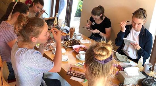 Make-up Workshop Schminkkurs für Teenager zum Geburtstag Erlebnis