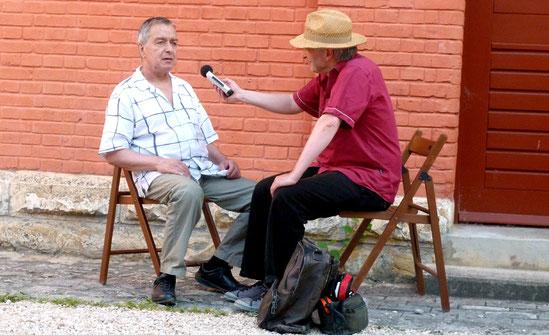 Jaki Liebezeit und Christoph Wagner beim Interview im Sommer 2013 im Alten Schlachthof in Sigmaringen. Anlass war ein Duo-Konzert des Can-Drummers mit Joachim Irmler von Faust. Foto: Birgit Bender