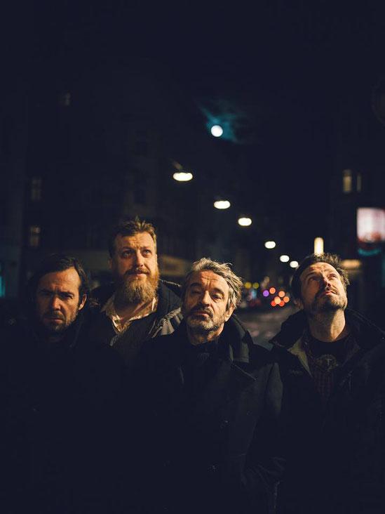 """Nach vierjähriger Auszeit haben sich Naked Lunch mit der neuen Single """" So Sad"""" zurückgemeldet. Beim """"Obstwiesenfestival"""" freut man sich auf einen Auftritt der Elder Statesmen des österrichischen Indie-Rocks. Foto: Ingo Pertramer"""