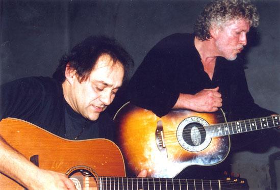 Fast 20 Jahre ist es her, dass Werner Dannemann (links) und Wolle Kriwanek in der restlos ausverkauften Alten Kirche abräumten. Foto: Miche nHepp