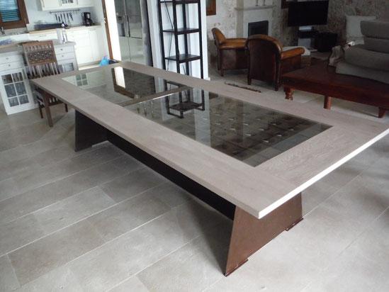 Tischplatte und Einsatz aus heller Eiche - Tischgestell aus Stahl
