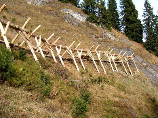 Neubau von temporären Gleitschnee- und Lawinenverbauungen