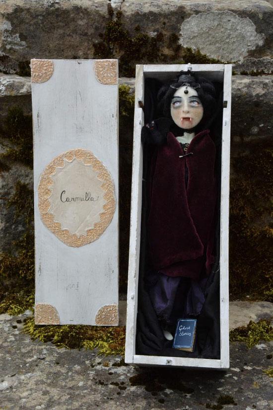 Carmilla la vampira, ispirata al libro di Le Fanu. La metto tra le cattive anche se la adoro.