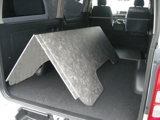 ハイエースに床パネルをしくならこれ!取付簡単なハイエース用床貼りキットです。