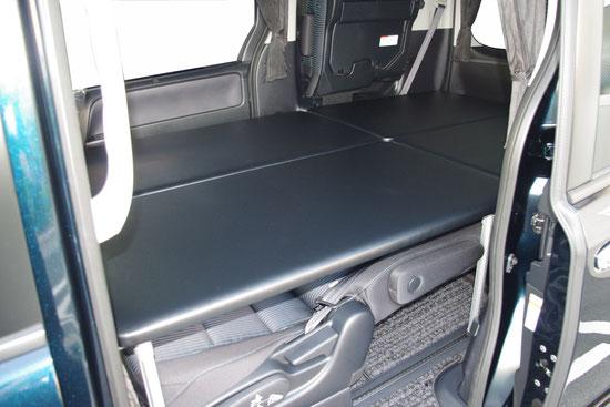 VOXYヴォクシー、NOAHノア、ESQUIREエスクァイア用の車中泊に便利なトランポプロベッドキットです