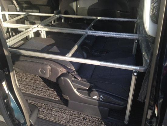 VOXYヴォクシー、NOAHノア、ESQUIREエスクァイア用の車中泊に便利なベッドキットです