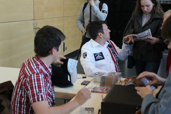 Marc und Robert bei der Autogramm-Stunde