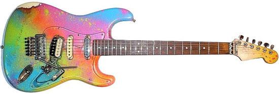 Fender Stratocaster (Japan, ca. 1985), mit vielen Modifikationen : Seymor Duncan SH5 & DiMarzio Humbucker Pickup, Floyd Rose Tremolo, selbstgebautes durchsichtiges pickguard, multicolor Sonderlackierung, nur 1 Volumenpoti, Schaller Mechaniken.