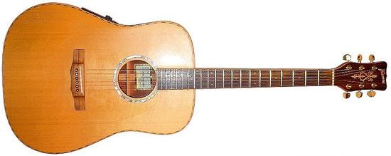 Framus Western FM80S, Ahornbinding,  massiver Mahagoniboden, Fishman Prefix Plus System, handmade 1998 by Luthier Hansu-Piita Uiruha. An dieser Gitarre gibt es außer dem preamp und den Mechaniken keine Kunststoffteile: nur Holz, Perlmutt und Knochen.