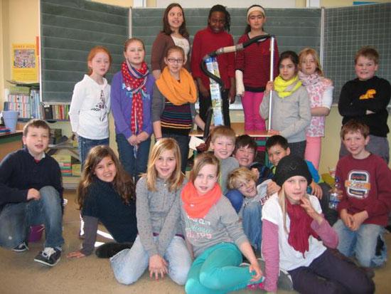 Die Klasse 4a (Klassenlehrerin Frau Nent).