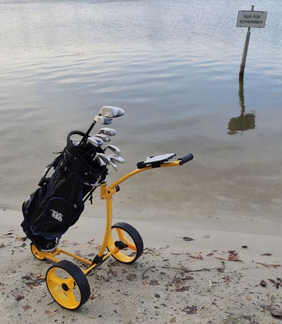 Bild: Yorrx Pro5 Golftrolley im Wasser