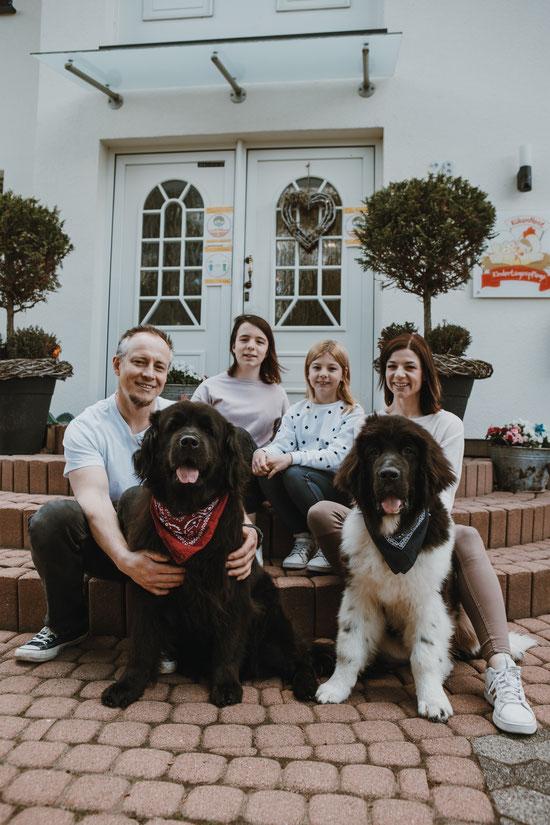 """Unsere beiden gemütlichen """"Bären"""" Marla und Enzo gehören auch zur KükenNestfamilie"""