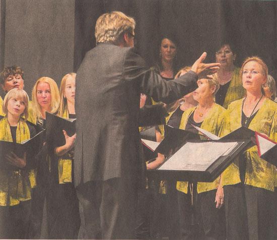 Der Frauenchor des Sängerbundes 1889 0berflockenbach bot in der Stadthalle eine überzeugende Leistung.                                           BILD: GUTSCHALK