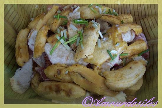 Bananes, tarots mauve, igname, chair de langouste, de crabe ect...
