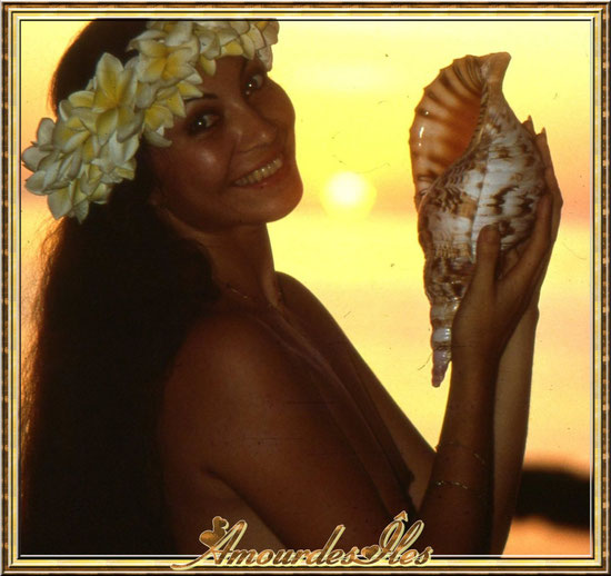 Amie tahitienne avec sa Toutoute ' diapo )