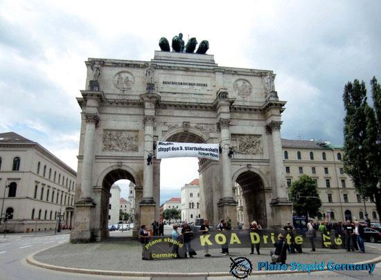 Protest am Siegestor in München