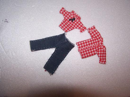 pantalon en jean et chemise miniatures
