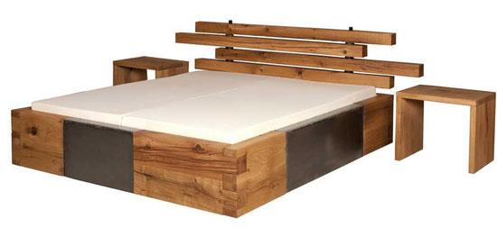 Designerbett aus massiver Eiche, exklusives urwüchsiges Massivholzbett aus Eichenholz