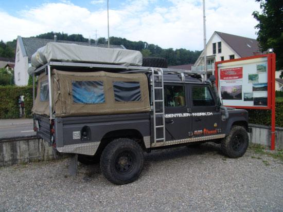 Volle 3,50 Lädeflache, Dachträger fest mit dem Land Rover Verschraubt.
