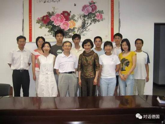 孟教授与清华大学化学系部分师生合影