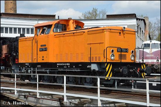 346 756-0 (PRESS 106 756-0) steht am 1. Mai 2015 auf der Drehscheibe des ehem. Bw Glauchau. Die Maschine gehört der PRESS und ist äußerlich ihrer DR-Dienstzeit nachempfunden