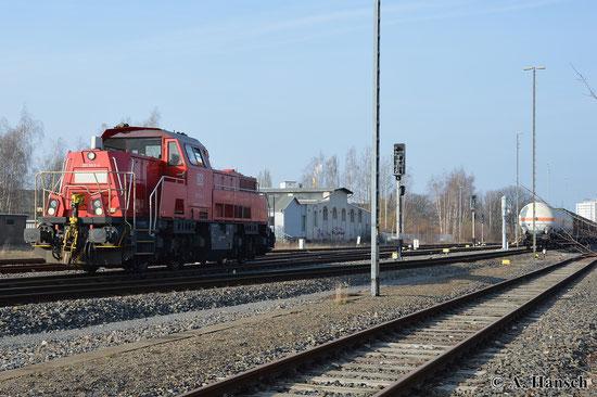 261 043-4 rangiert am 23. März 2015 in Chemnitz Süd die tägliche Übergabe nach Zwickau zusammen