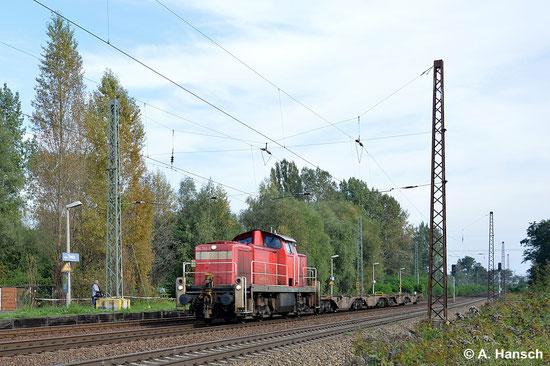 294 748-9 rollt mit kurzer Flachwagenfuhre durch Leipzig-Thekla (18. September 2014)