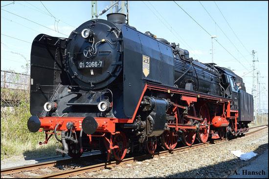 Am 19. April 2015 konnte man 01 2066-7 im Bw Dresden-Altstadt bewundern. Die Lok ist inzwischen in Nördlingen beheimatet und sieht hier ihr altes Heimat-Bw einmal wieder