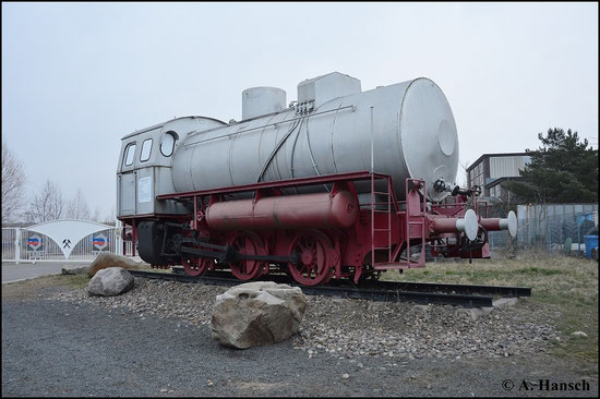 In Espenhain im Gelände der TDE Espenhain GmbH steht eine Dampfspeicherlok in silbergrau. Auch die PRESS hat dort eine Außenstelle. Am 21. März 2015 entstand dieses Bild