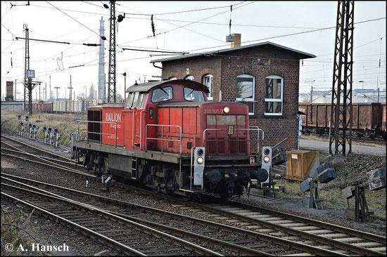 Das kleine Stellwerk in Leipzig-Engelsdorf bietet eine schöne Kulisse für ein Foto. Als 290 505-7 ins Bild fährt drückte ich am 18. Februar 2015 den Auslöser