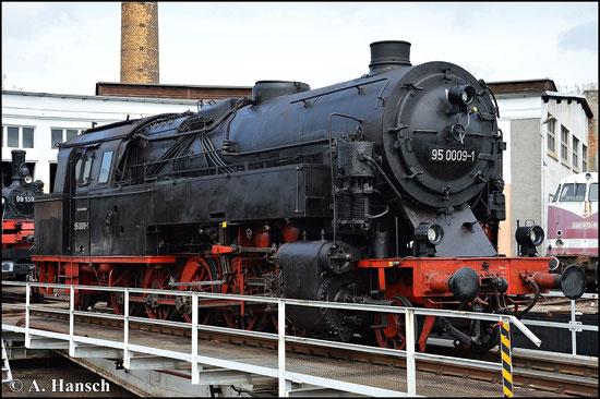 95 0009-1 ist seit kurzem im ehem. Bw Glauchau abgestellt. Zur Saisoneröffnung am 1. Mai 2015 wird die Maschine auf der Drehscheibe präsentiert