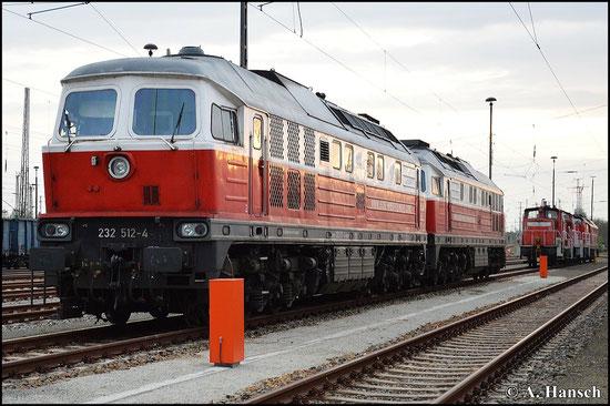 232 512-4 steht am 25. April 2015 vor ihrer Schwester 232 079-4 in Cottbus Hbf.