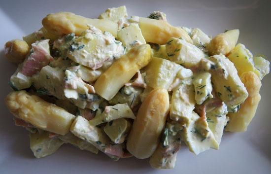 Aspergesalade met aardappel, ei en ham.