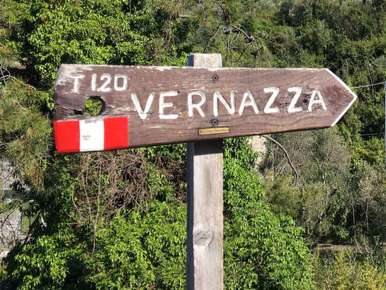 How to Hike Cinque Terre with Kids - The trails are marked with red-white-red flag
