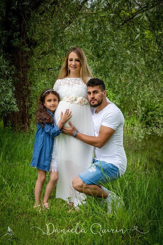 Babybauch mit Familie outdoor 2019