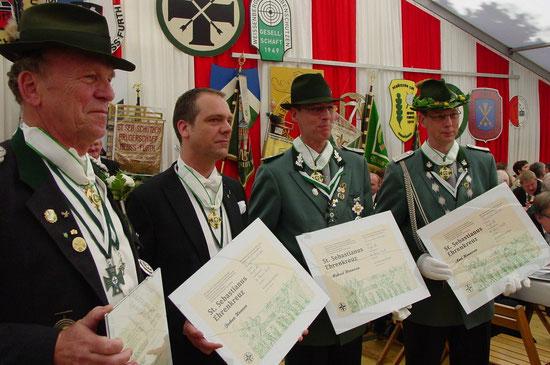 """Unser lieber Kamerad Michael (3. v. l.) erhielt am Pfingstsonntag 2013 auf der Furth das """"St. Sebastianus Ehrenkreuz"""""""